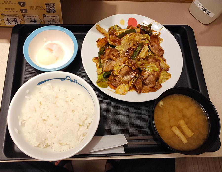 [松屋]お肉たっぷり回鍋肉定食[半熟玉子](690円)